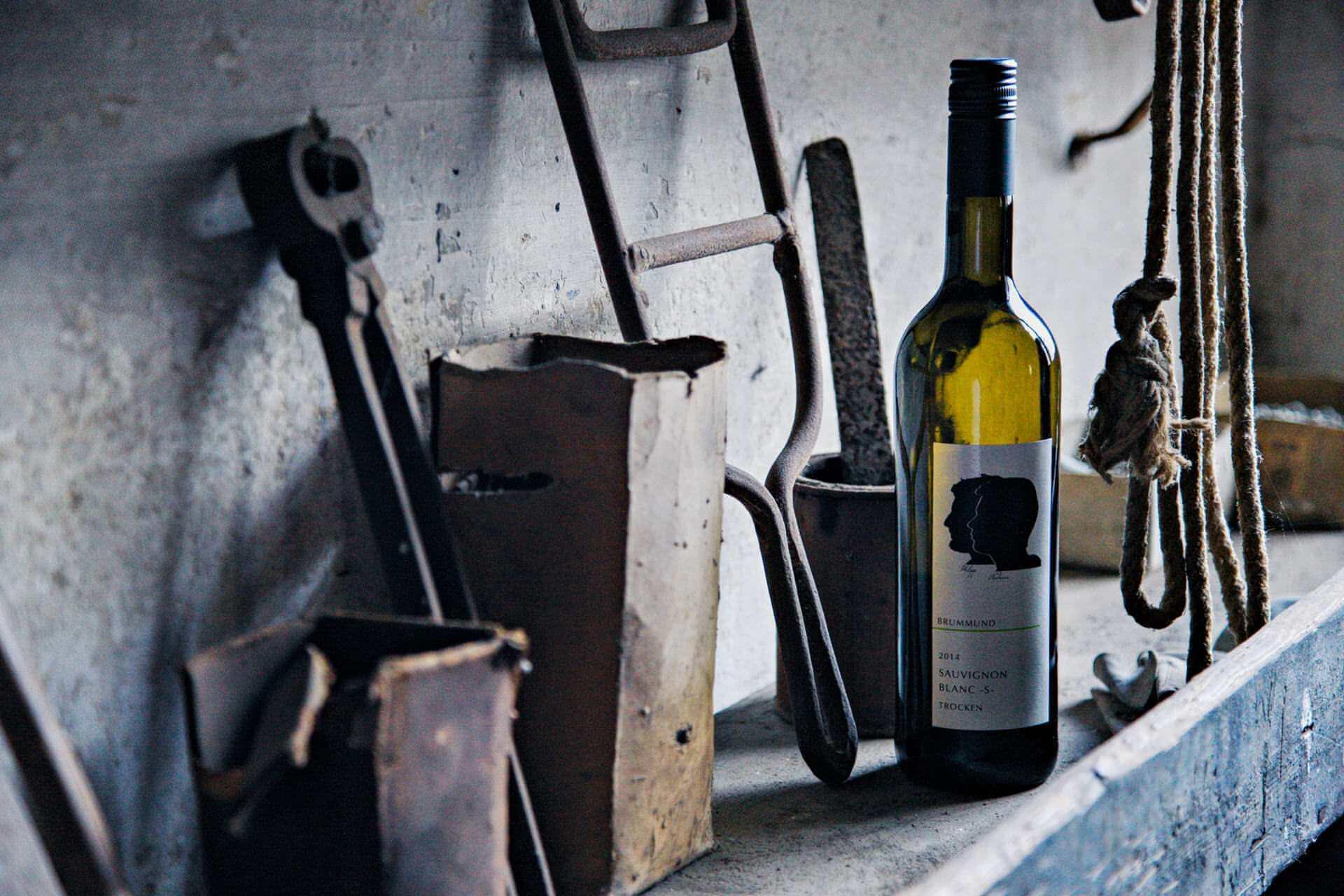 Brummund Wein auf einer Werkbank